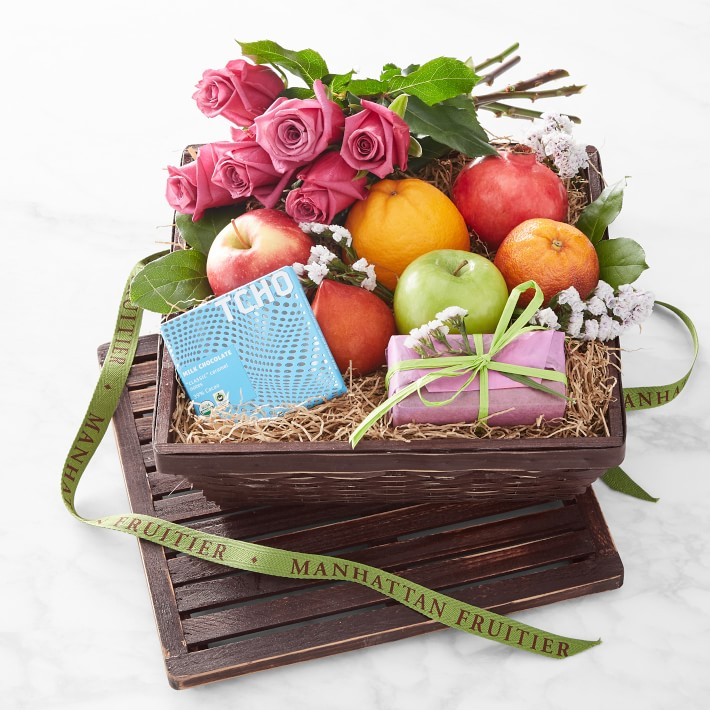 Manhattan Fruitier Splendor Gift Hamper with Fruit, Confections and Roses