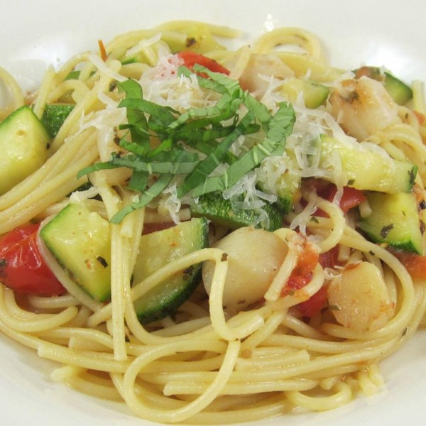 Pasta with Scallops, Zucchini, and Tomatoes