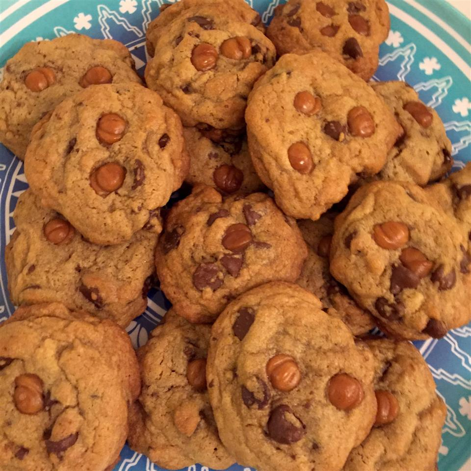 Salted Caramel Chocolate Chip Cookies on a turquoise plate