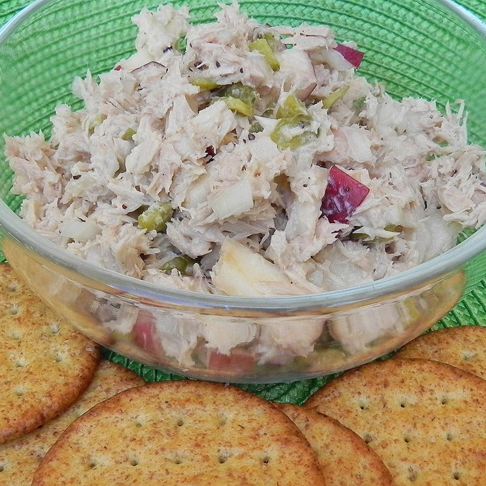 Southern Apple Tuna Salad served with crackers on a green mat