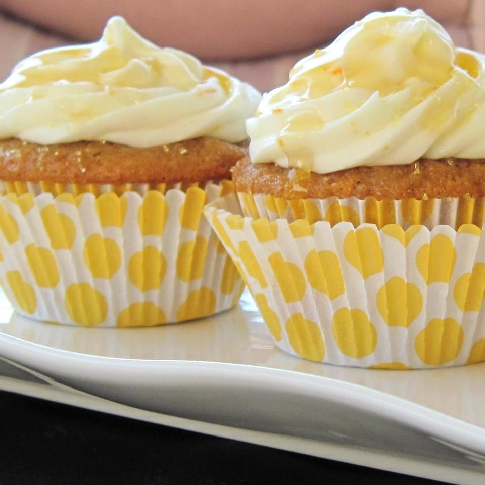 Honey Cake I cupcakes with frosting and honey drizzle