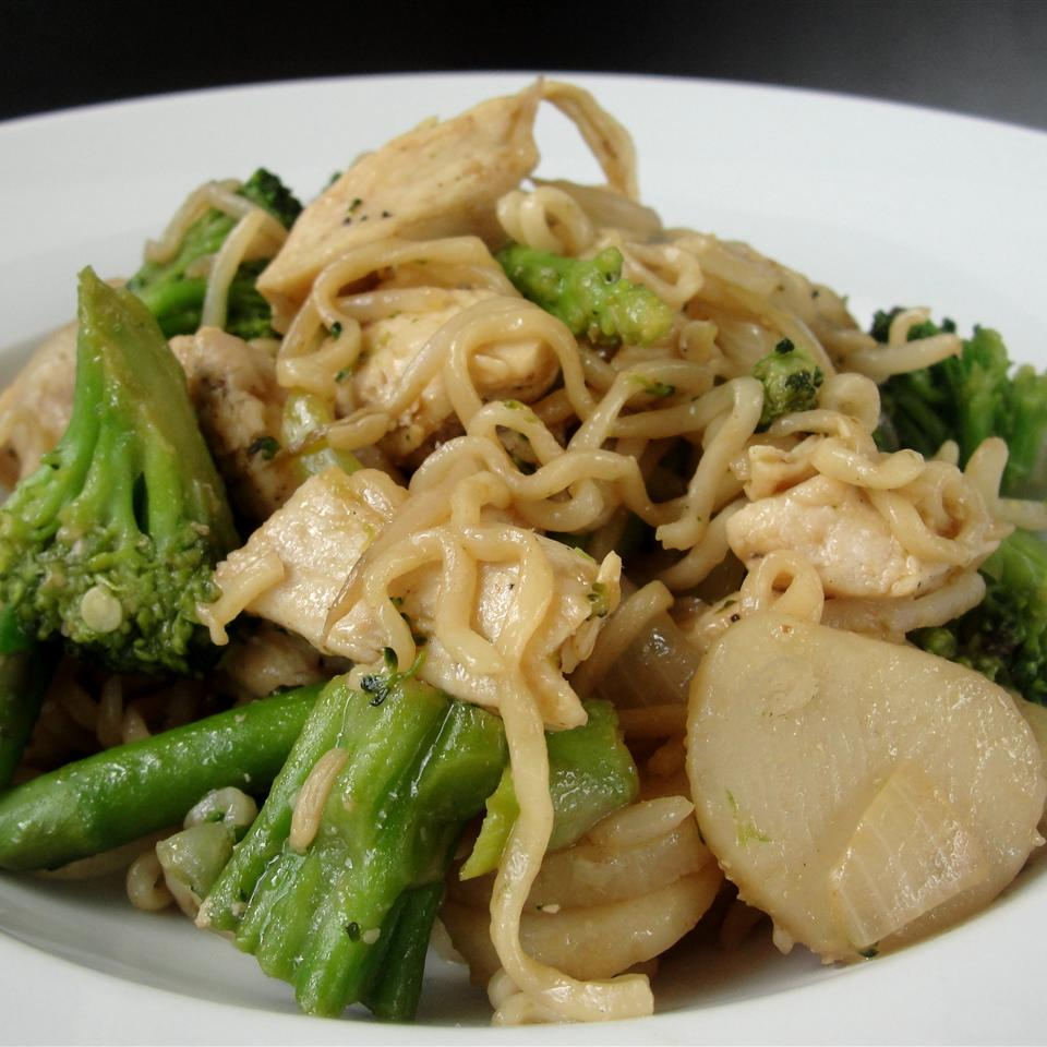 Ramen Noodle Stir Fry with chicken and broccoli