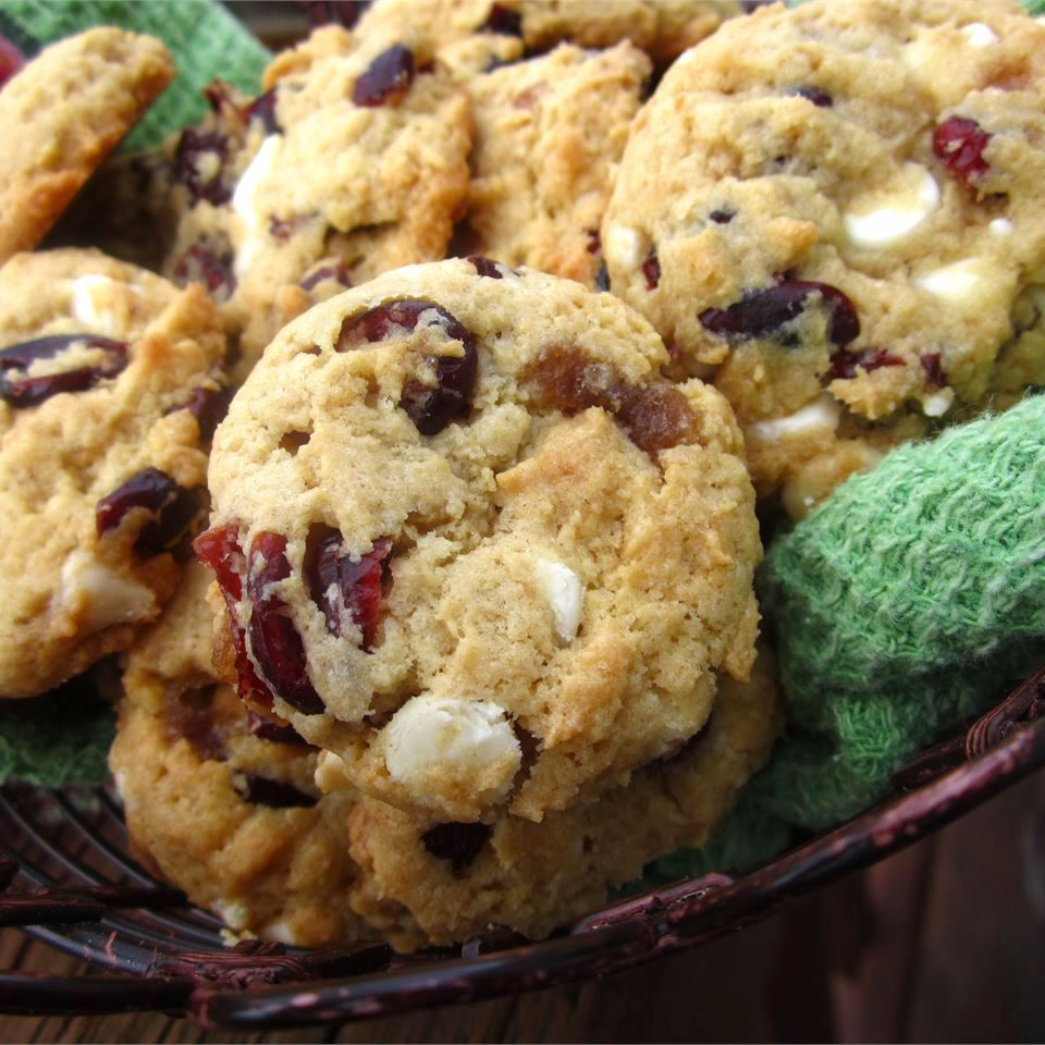 Linda's Cranberry Cookies in a bowl