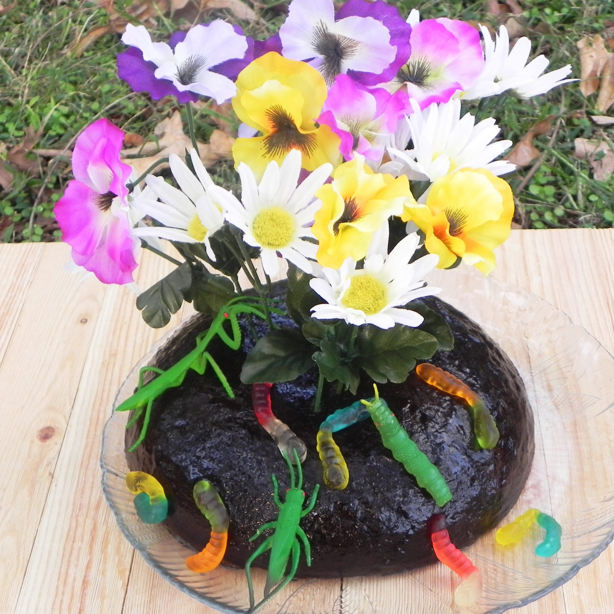 Topsoil Garden Jello decorated with gummy worms