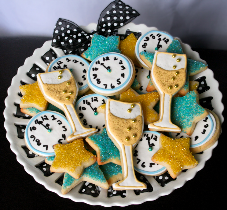 A plate of cookies for New Year's Eve, decorated to look like clock faces and champagne flutes