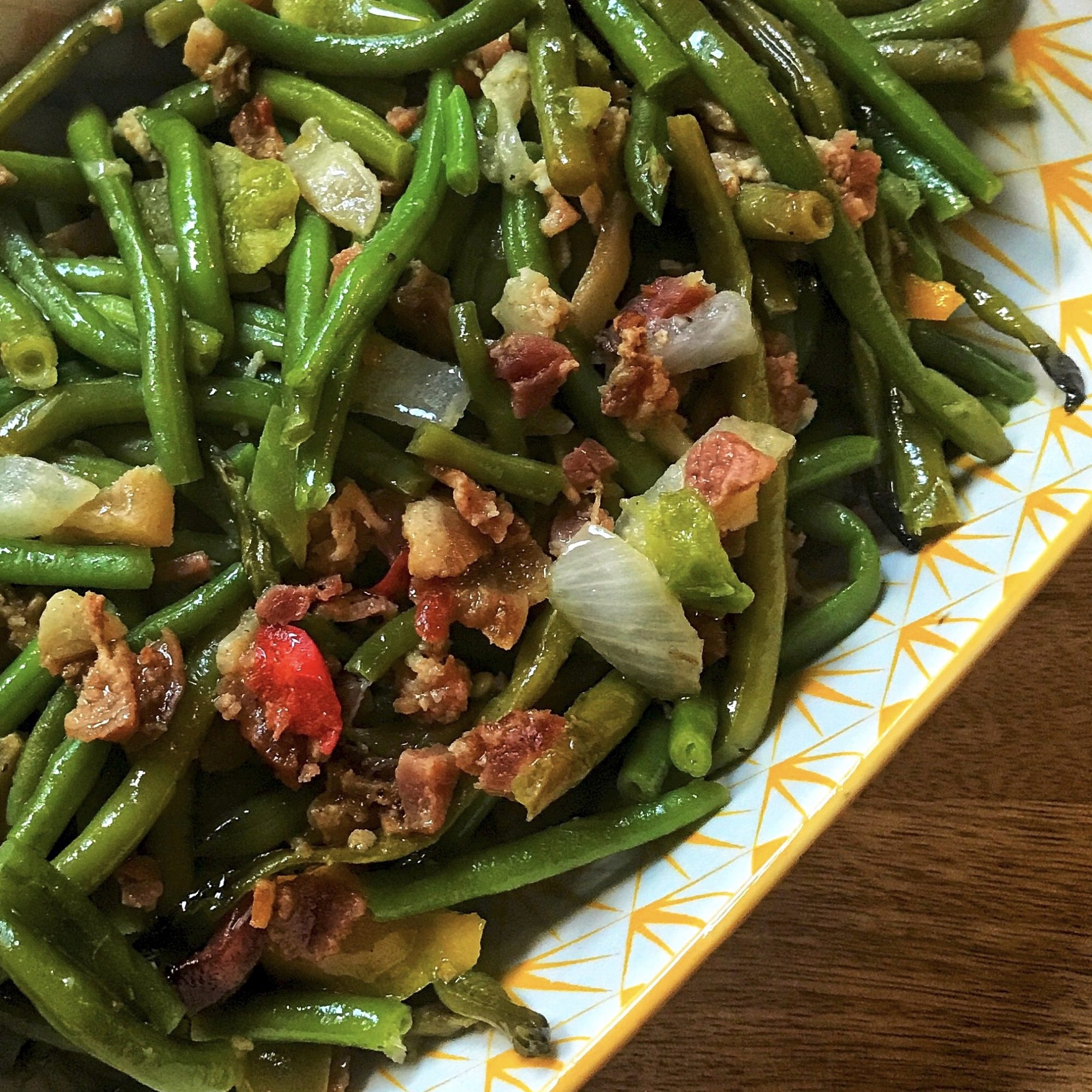 green beans in a white and yellow dish