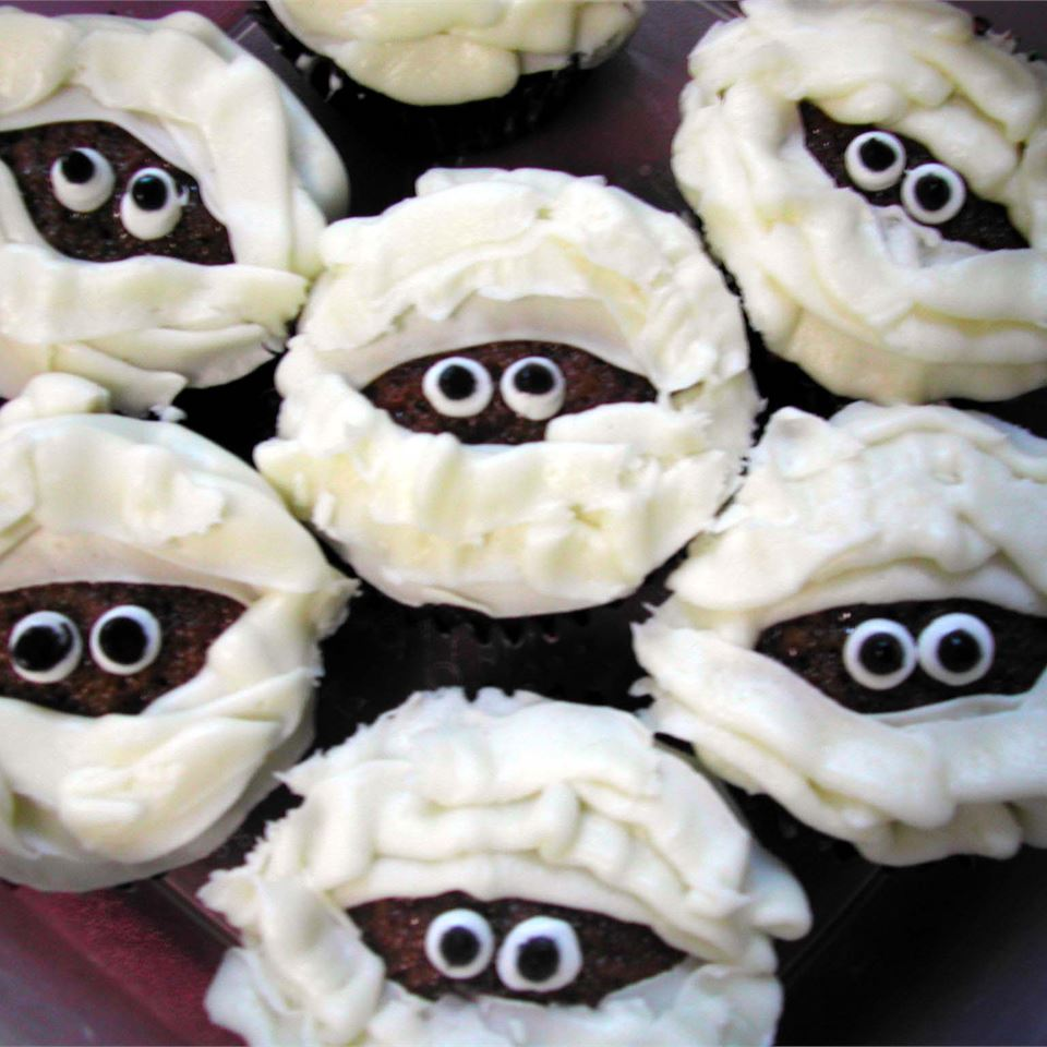 Halloween cupcakes decorated to look like mummy faces