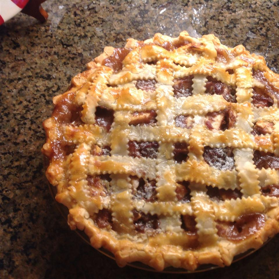 Caranberry apple pie with laced crust