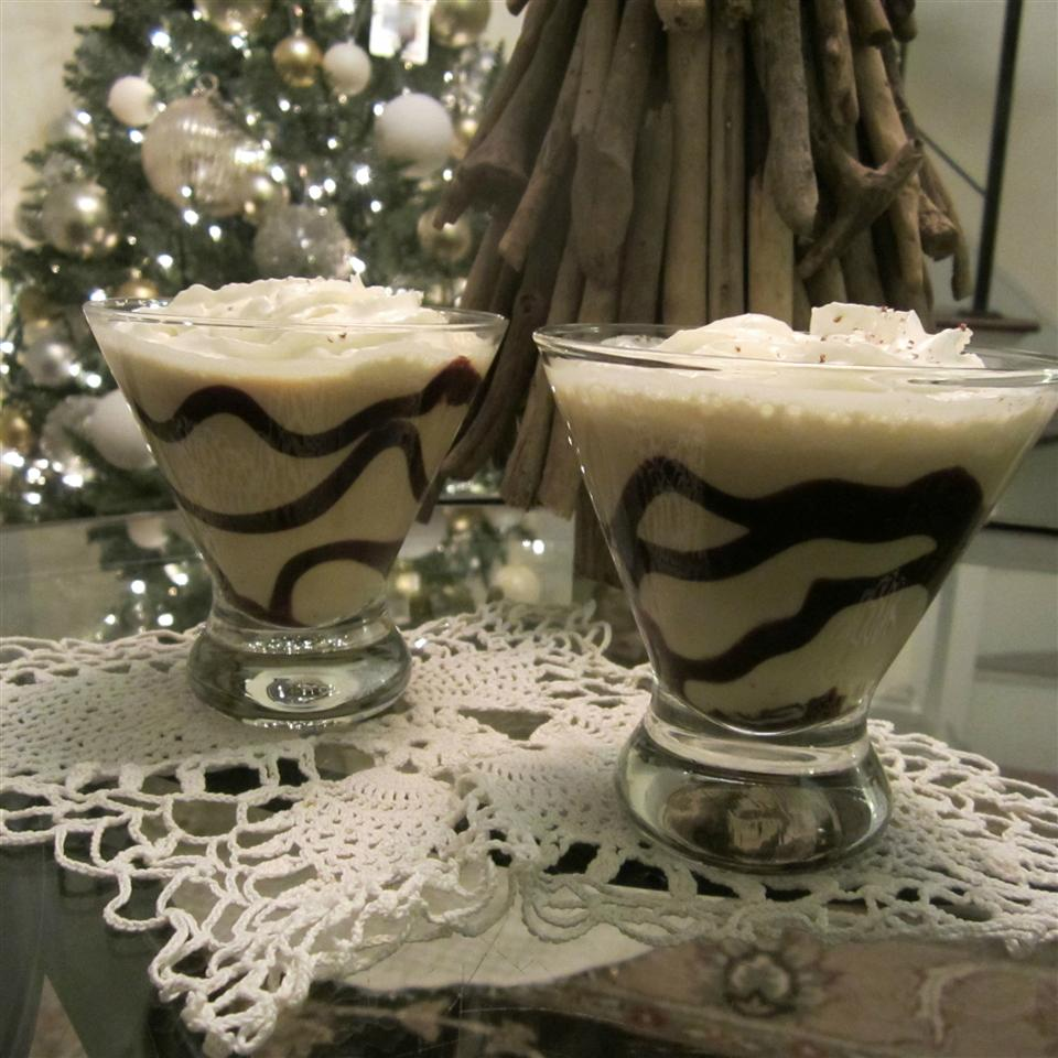 Nogtini in two glasses with a Christmas tree in the background