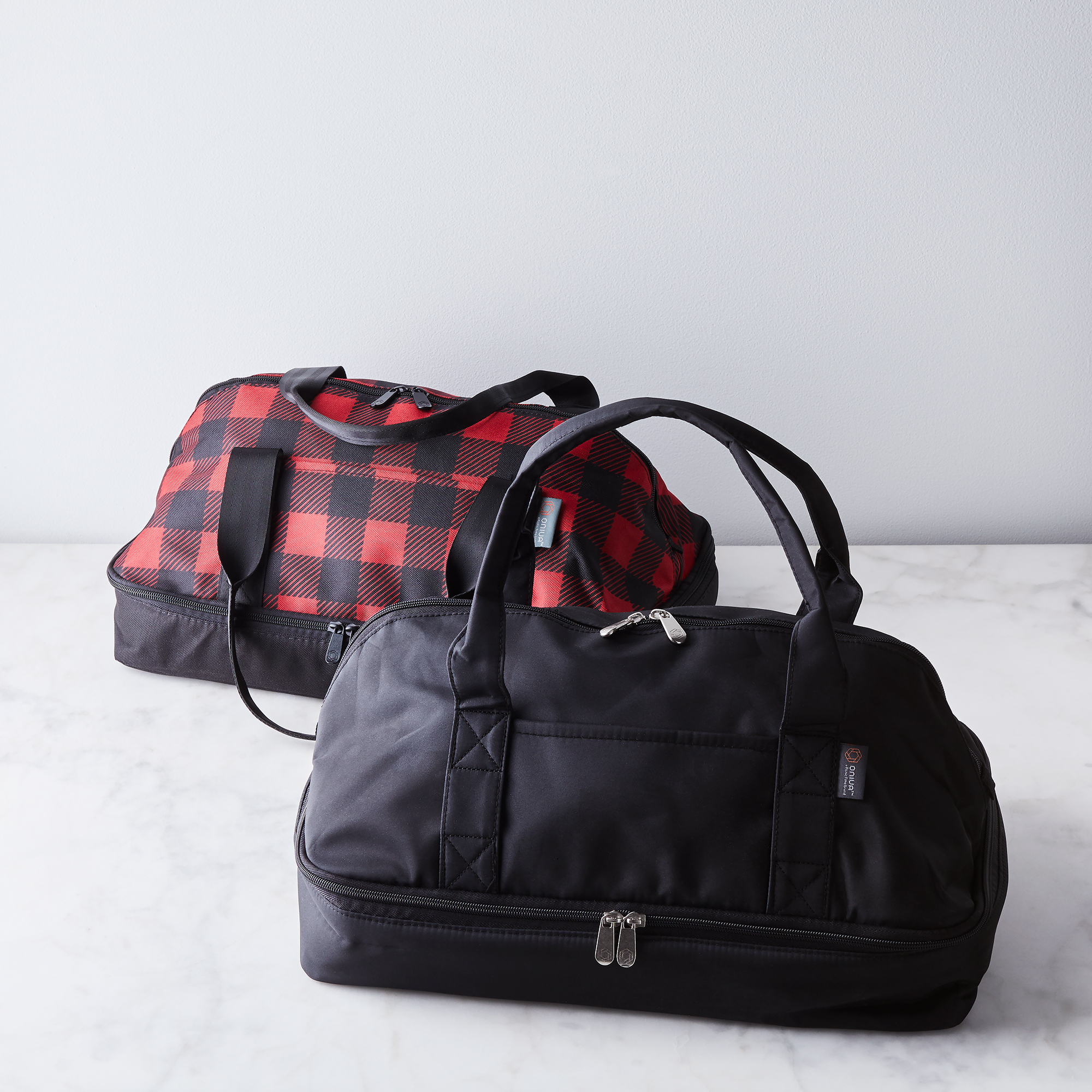 Picnic Time Insulated Casserole Carrier in both black and plaid