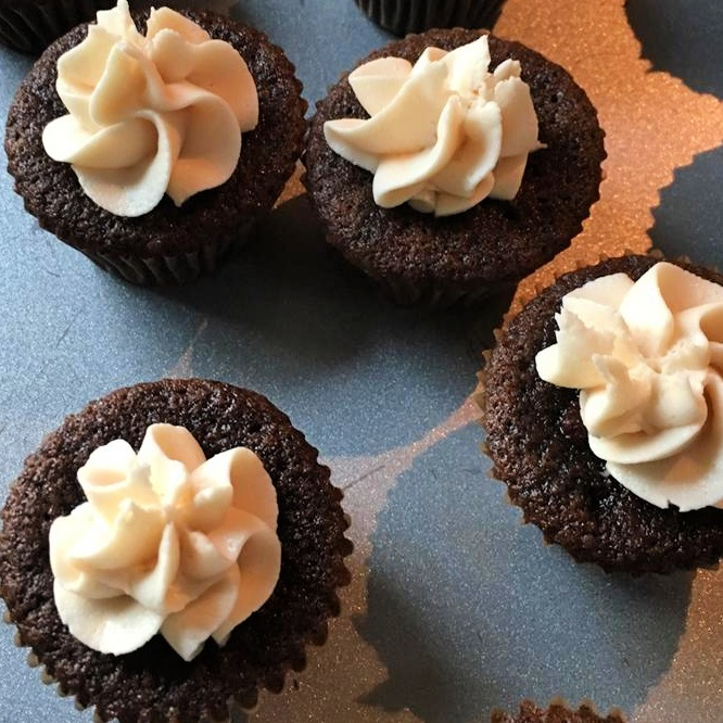 mini Chocolate Beer Cupcakes With Whiskey Filling And Irish Cream Icing