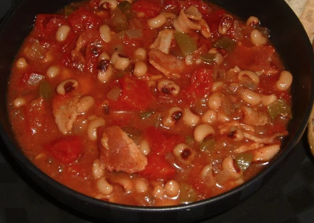 bowl of black eyed pea chowder with bacon