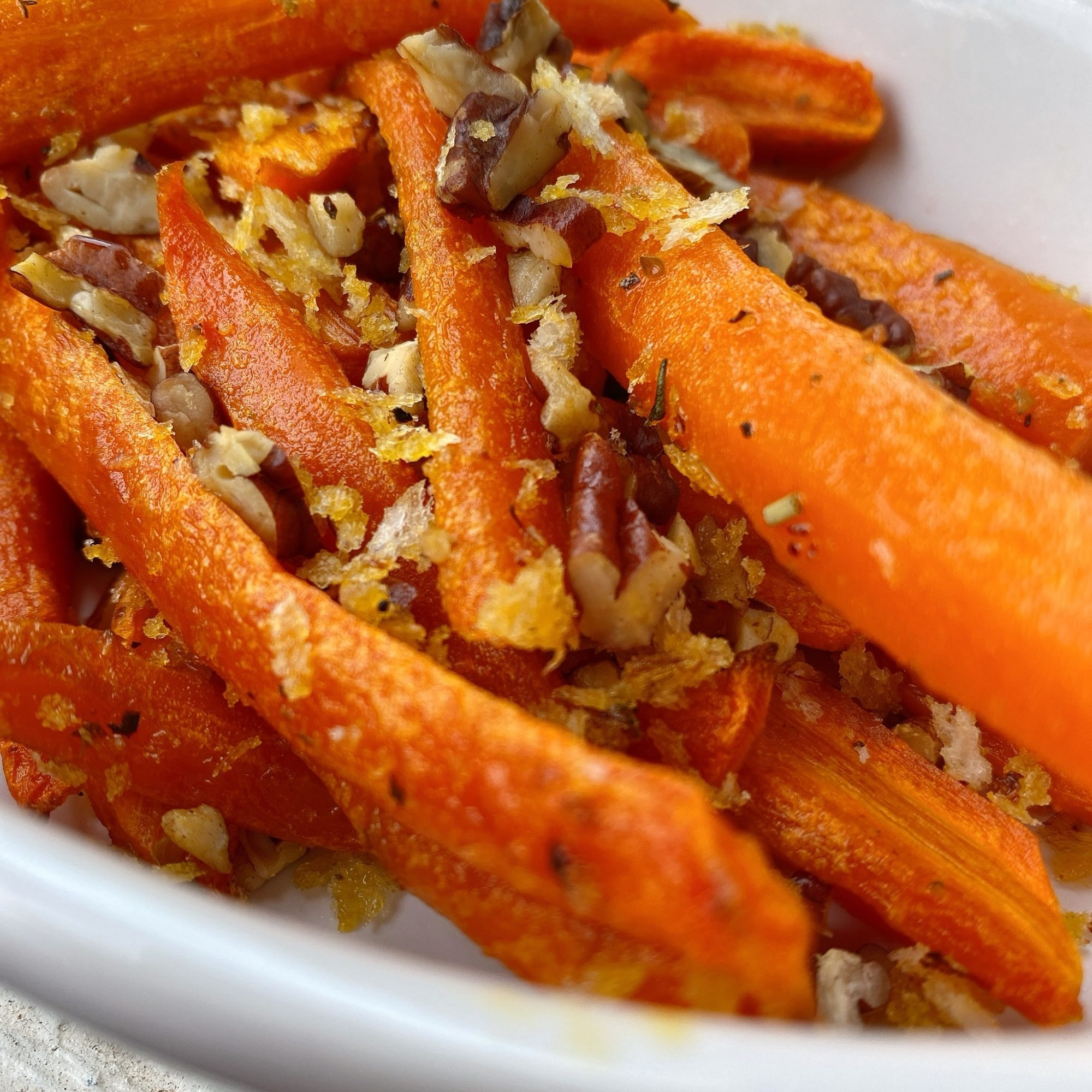 roasted carrots with pecan and panko topping
