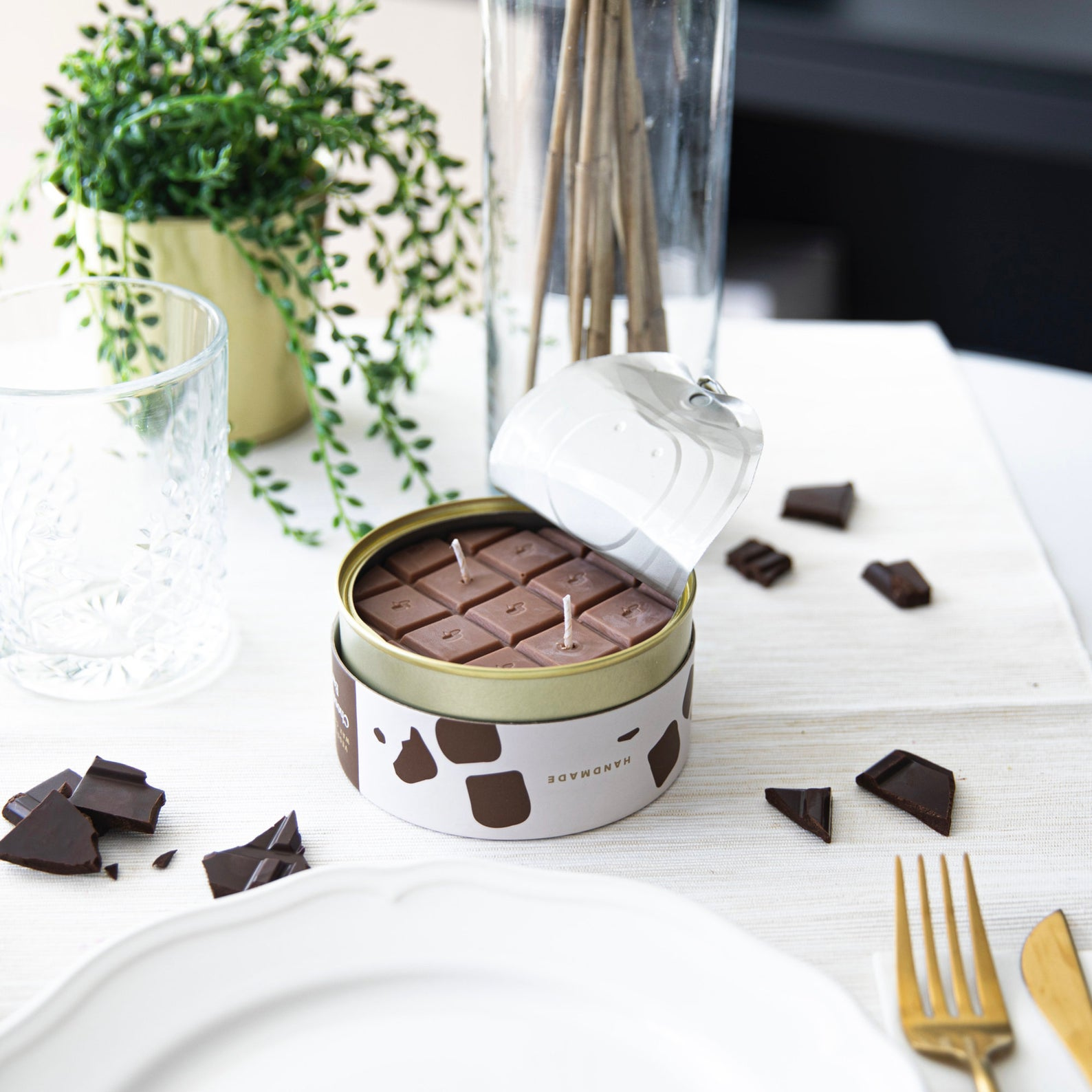 candle that resembles chocolate bar