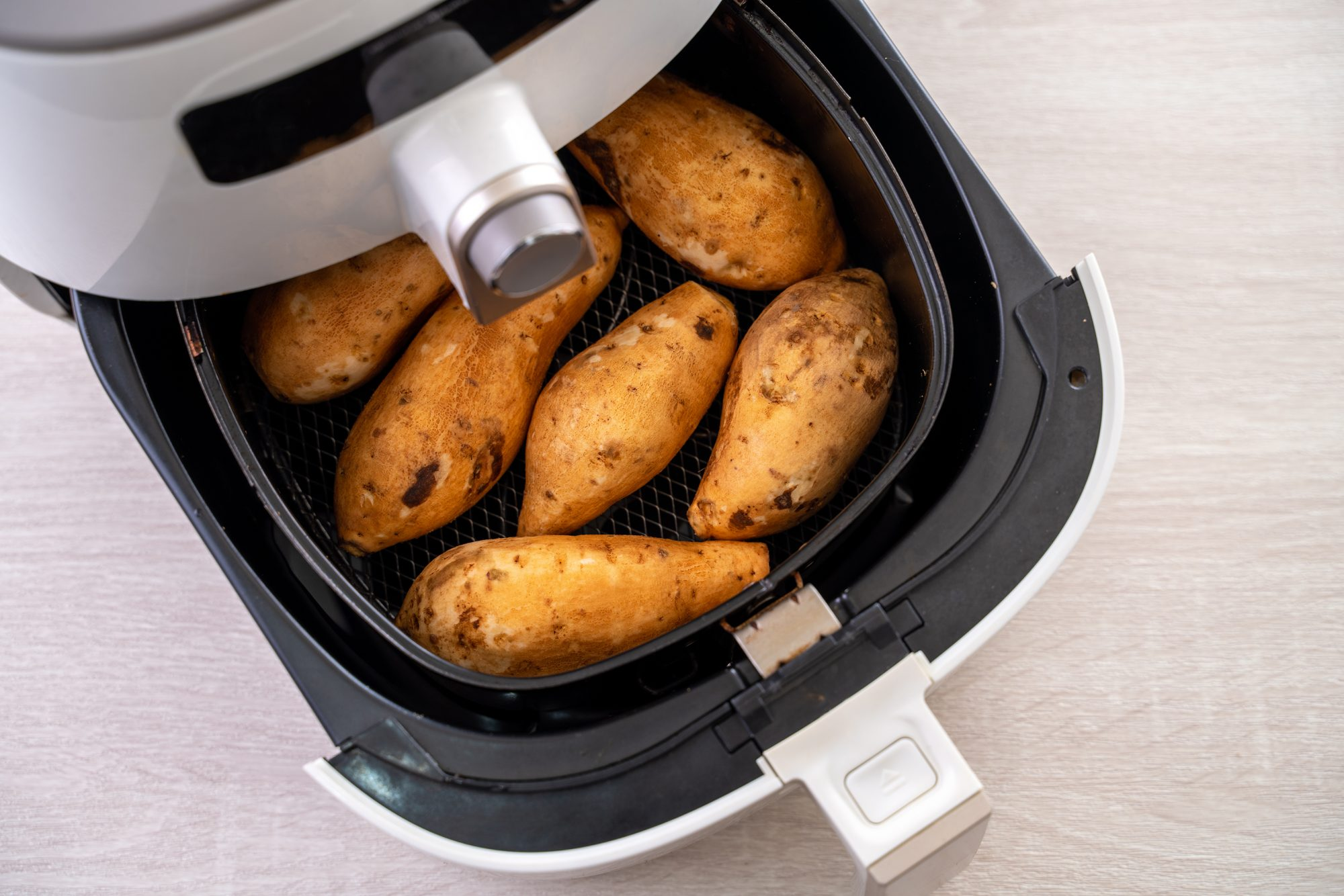 Roasted sweet potato cooked by airfryer at home