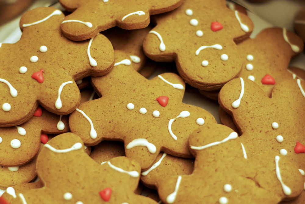 gingerbread people with white icing faces and buttons and red icing hearts