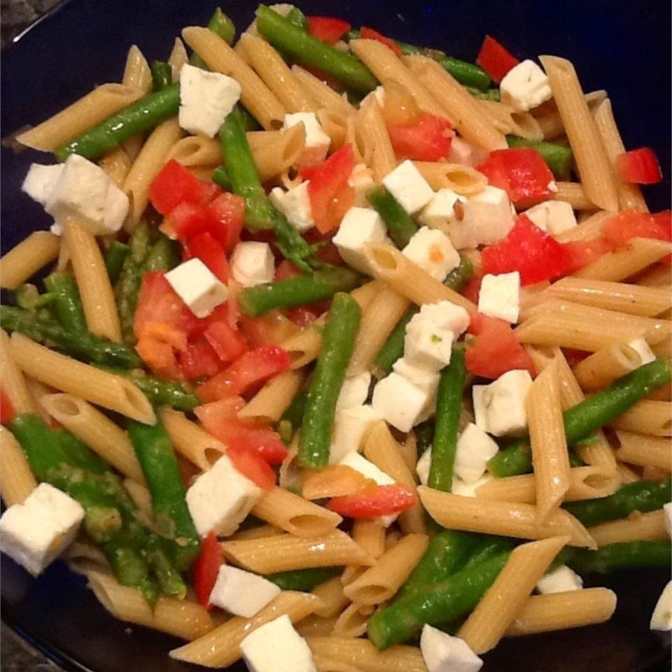 penne pata with tomatoes, asparagus, and cheese