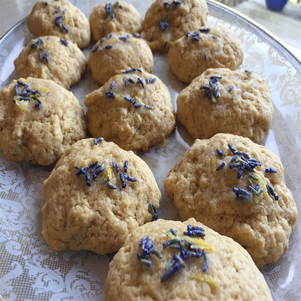 Lavender-Earl Grey Tea Cookies on a glass plate