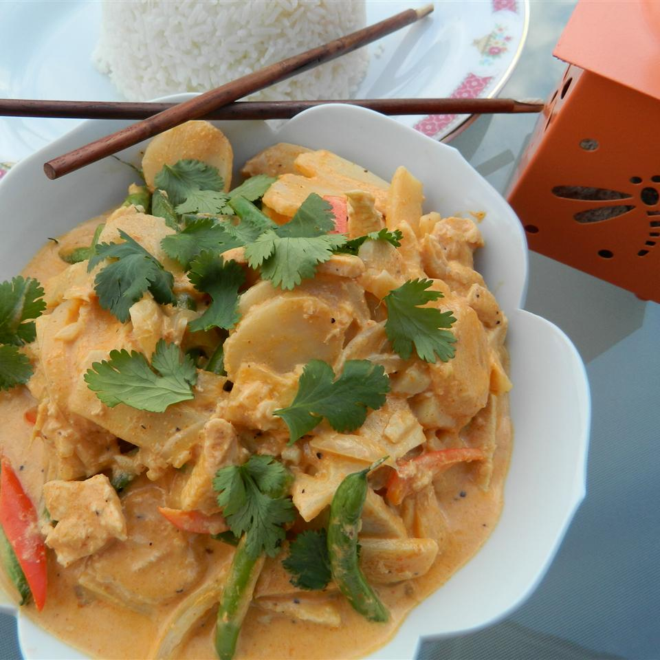 Green Curry Thai for Kings in a white bowl