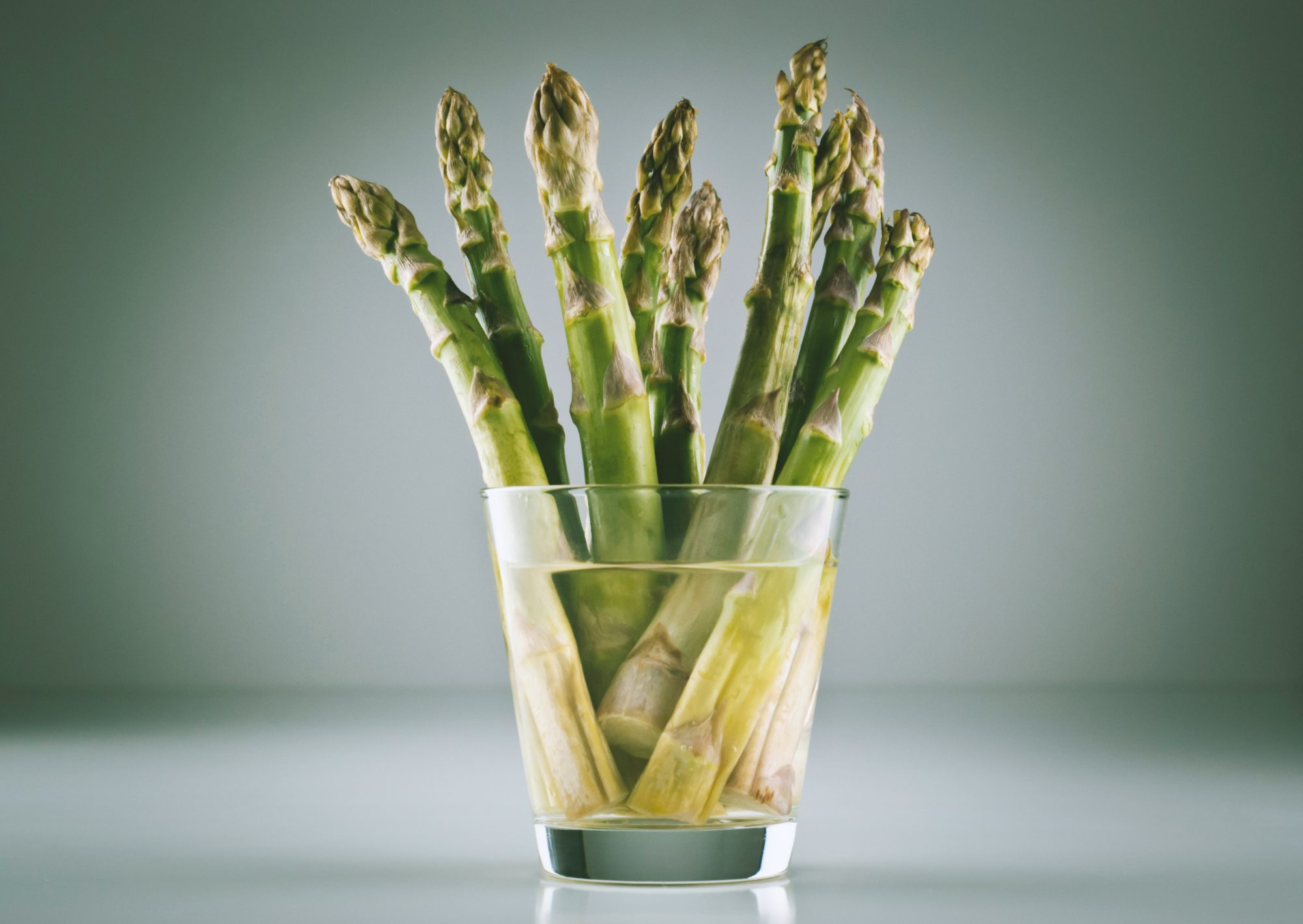 beam of asparagus in a glass