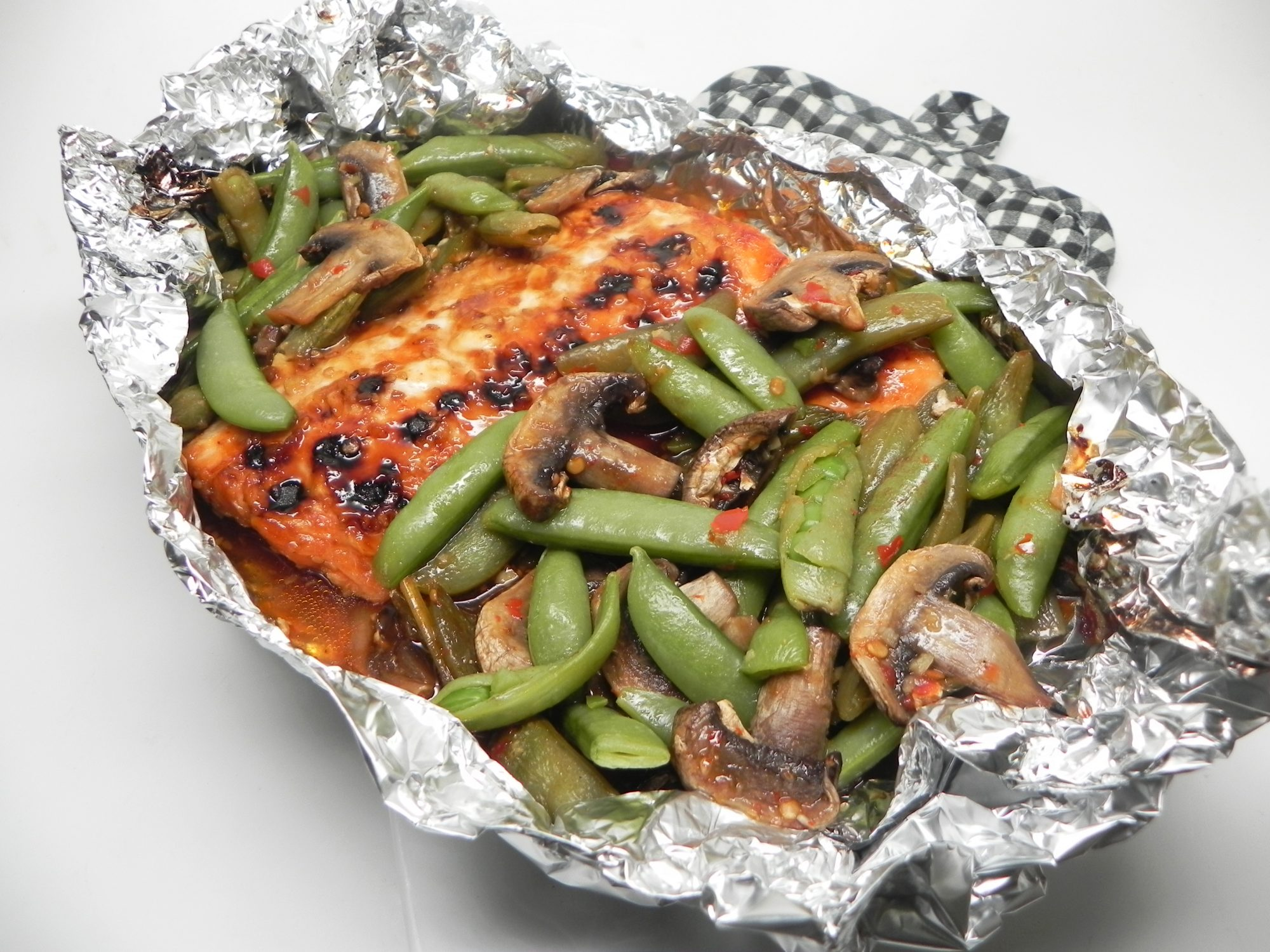 glazed salmon with snow peas in foil