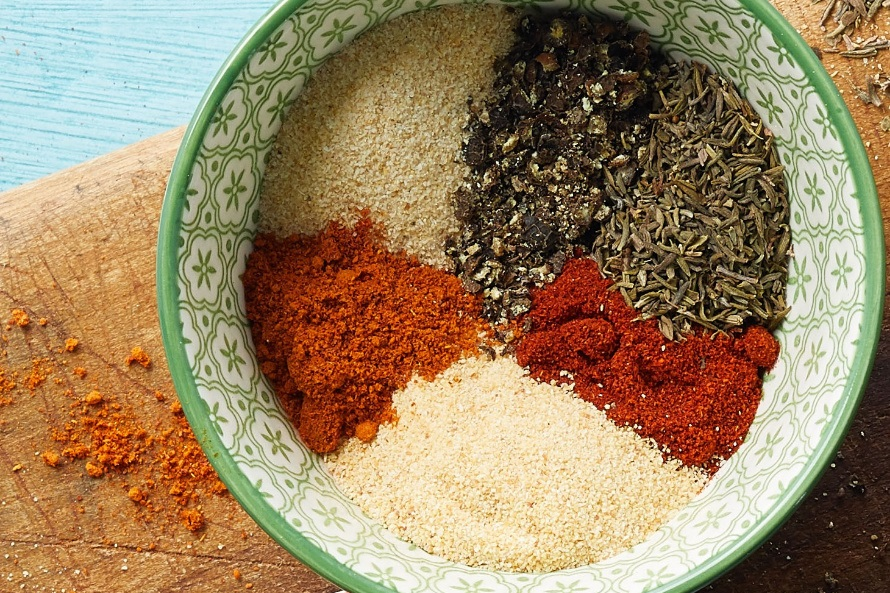 close up of salt-free cajun seasoning mix made with dried thyme, paprika, and cayenne pepper in a bowl
