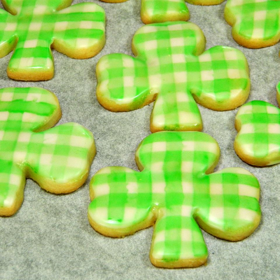 shamrock-shaped cookies decorated with a green and white checked gingham pattern