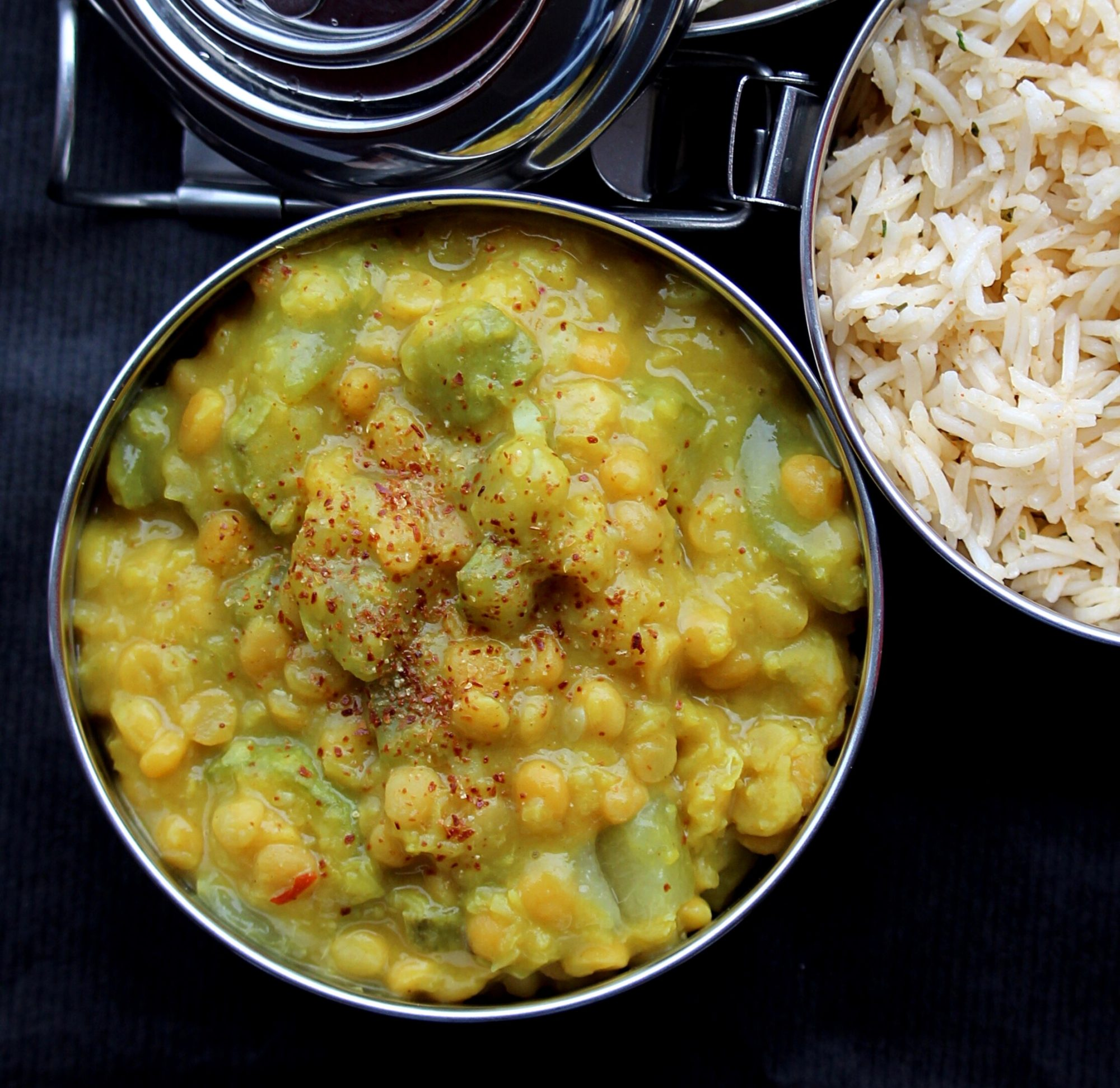 chickpeas with rice on the side