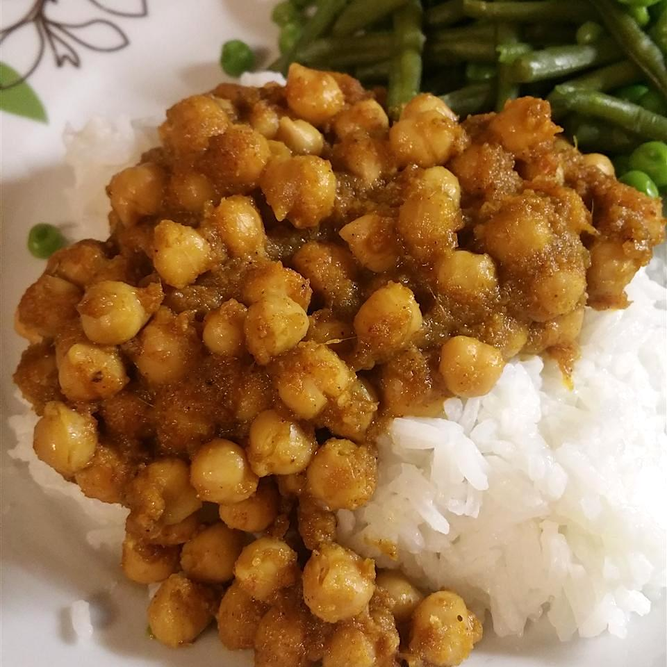chickpeas over white rice