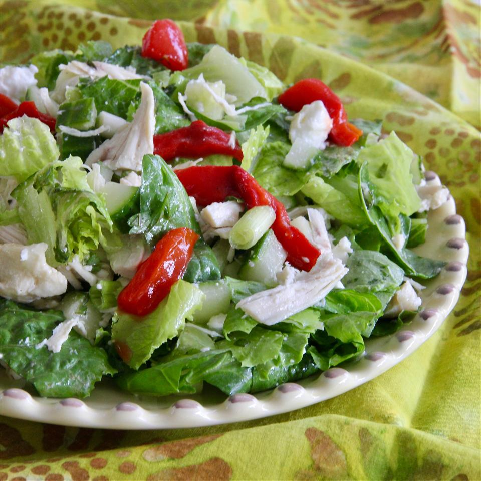 salad with lettuce, tuna, and peppers