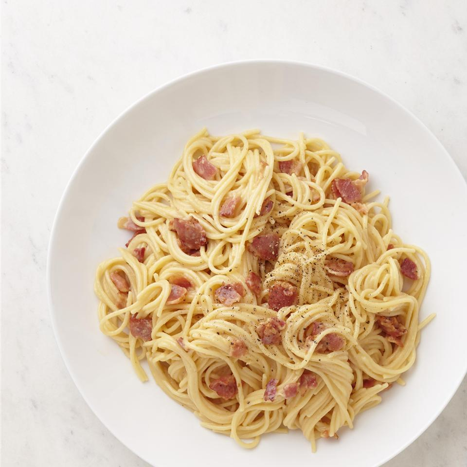 spaghetti carbonara on white plate