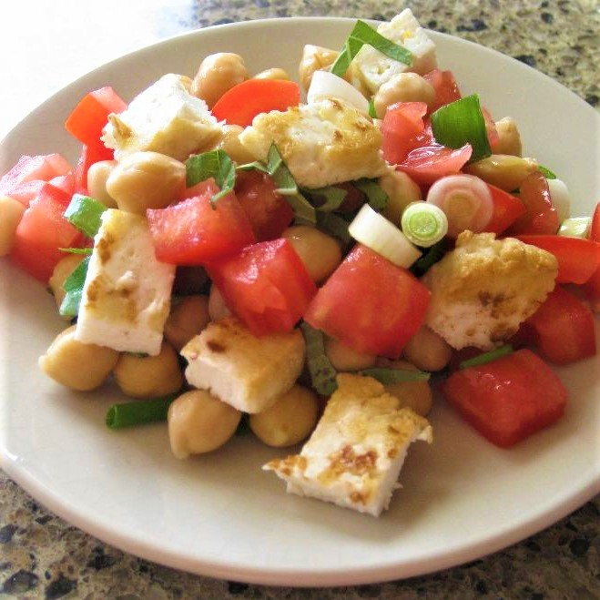 halloumi salad with tomatoes, chickpeas, and mint
