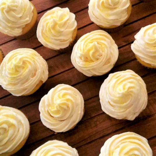 lemon frosting on cupcakes