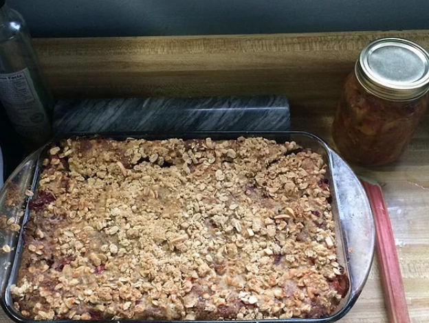 Crushed gingersnaps and toasted cashews add zippy flavor and welcome crunch to this indulgent bread pudding recipe. A topping made with brown sugar and rolled oats is the perfect finishing touch.