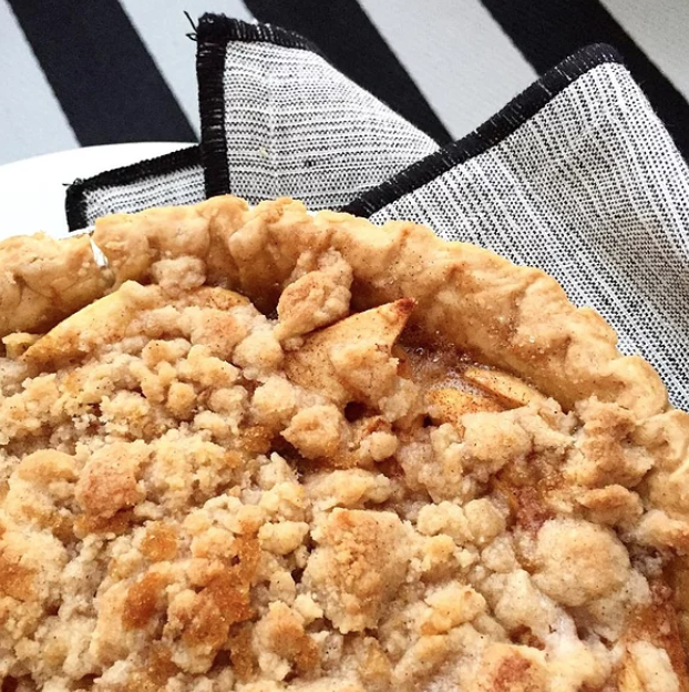 You need just six ingredients to make this easy pie with a deliciously crumbly topping: a deep dish pie crust, apples, sugar, cinnamon, flour, and butter.