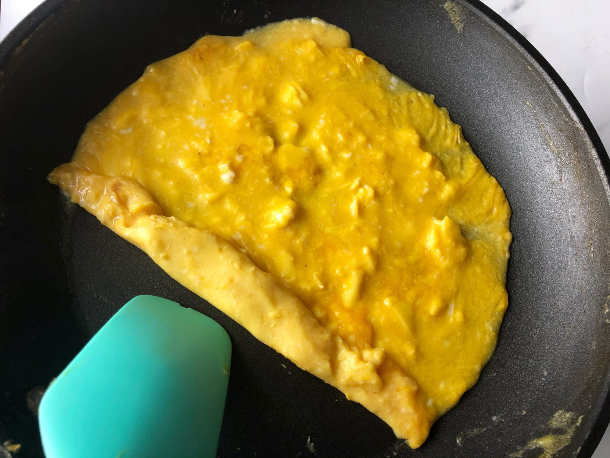 rolling french omelet