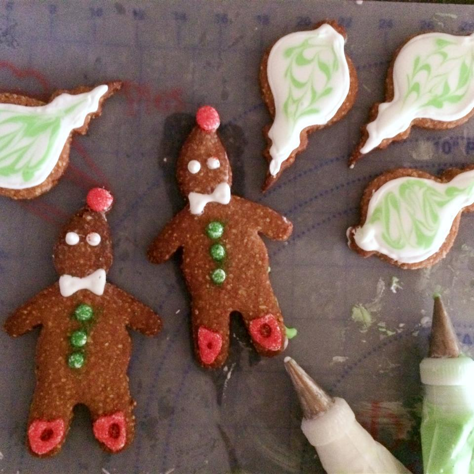 two gingerbread men and four gingerbread ornament cookies