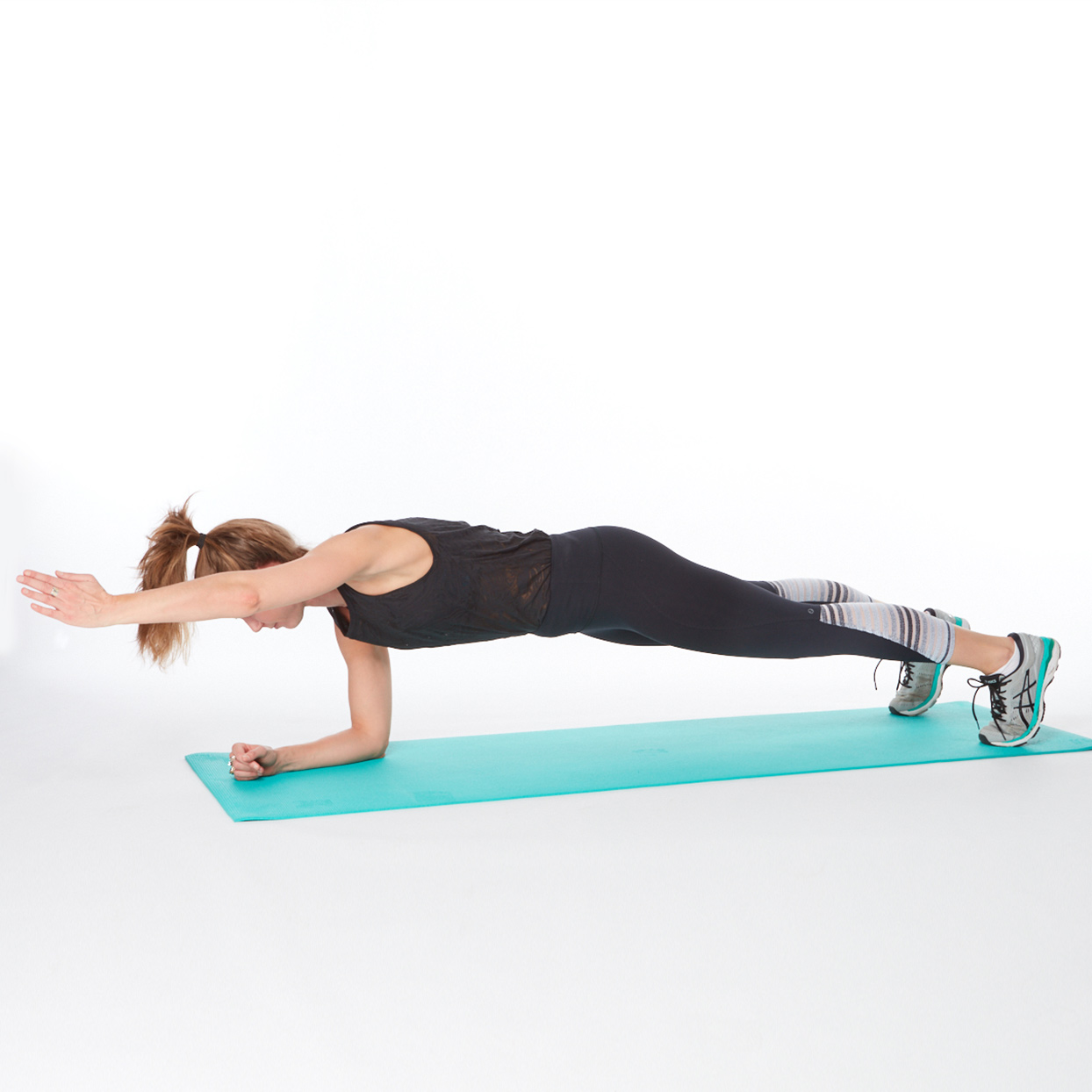 best exercise for women plank with an arm raise
