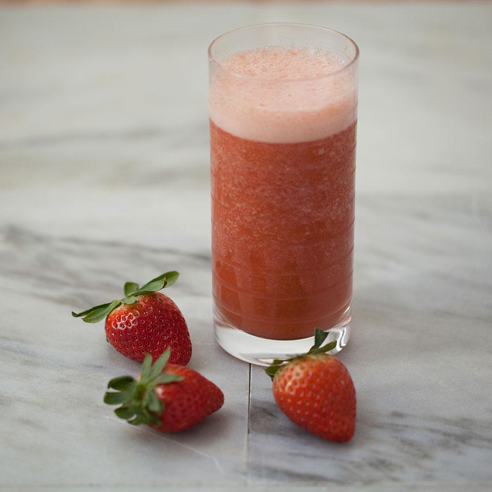 Strawberry-Peach Green Tea Smoothie