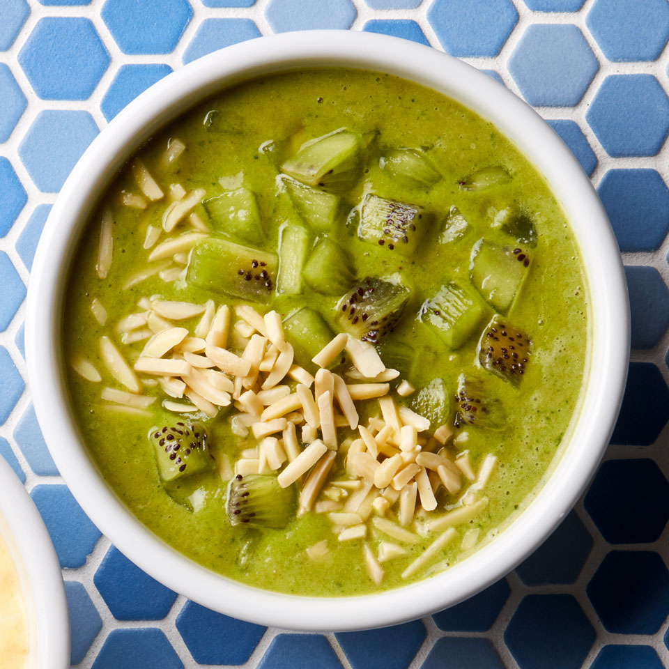 Almond-Matcha Green Smoothie Bowl