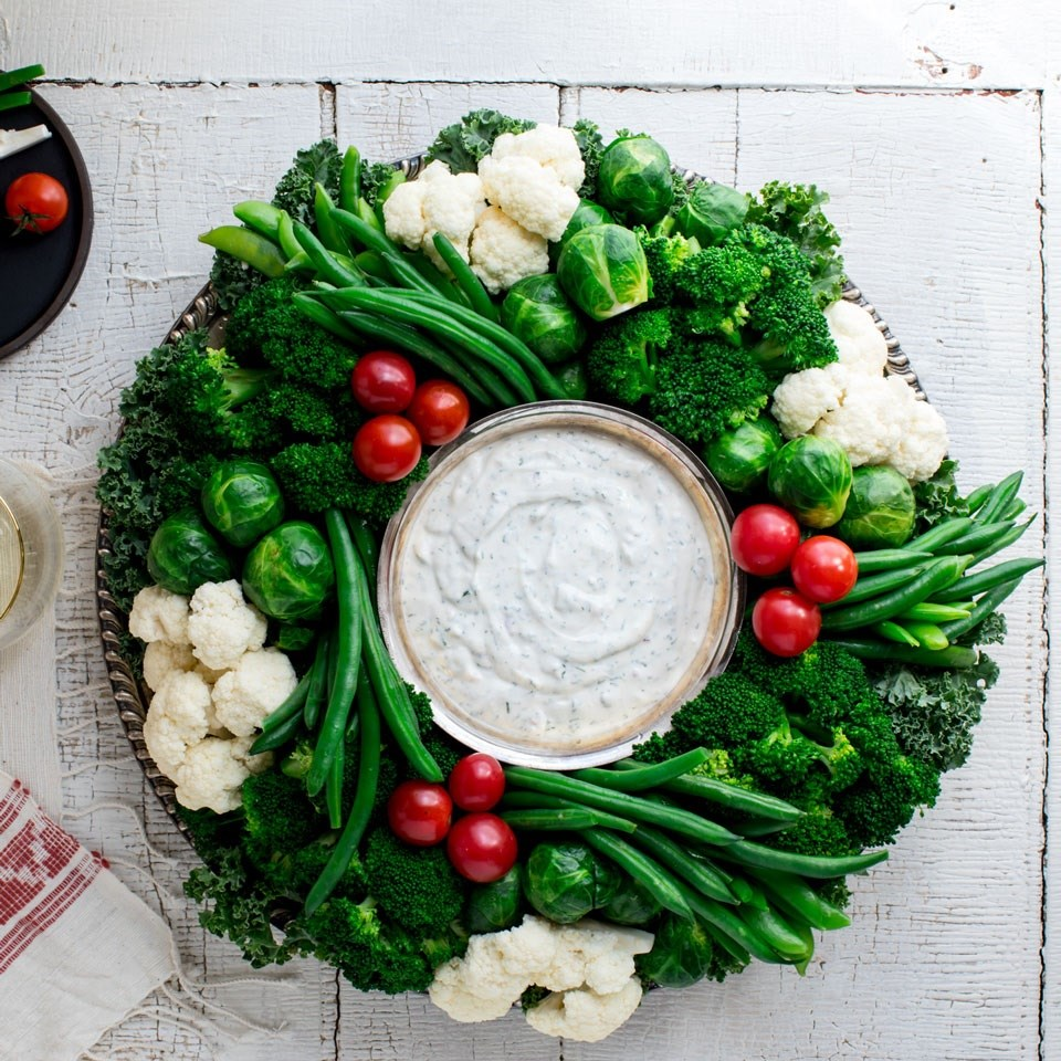 Crudité Vegetable Wreath with Ranch Dip