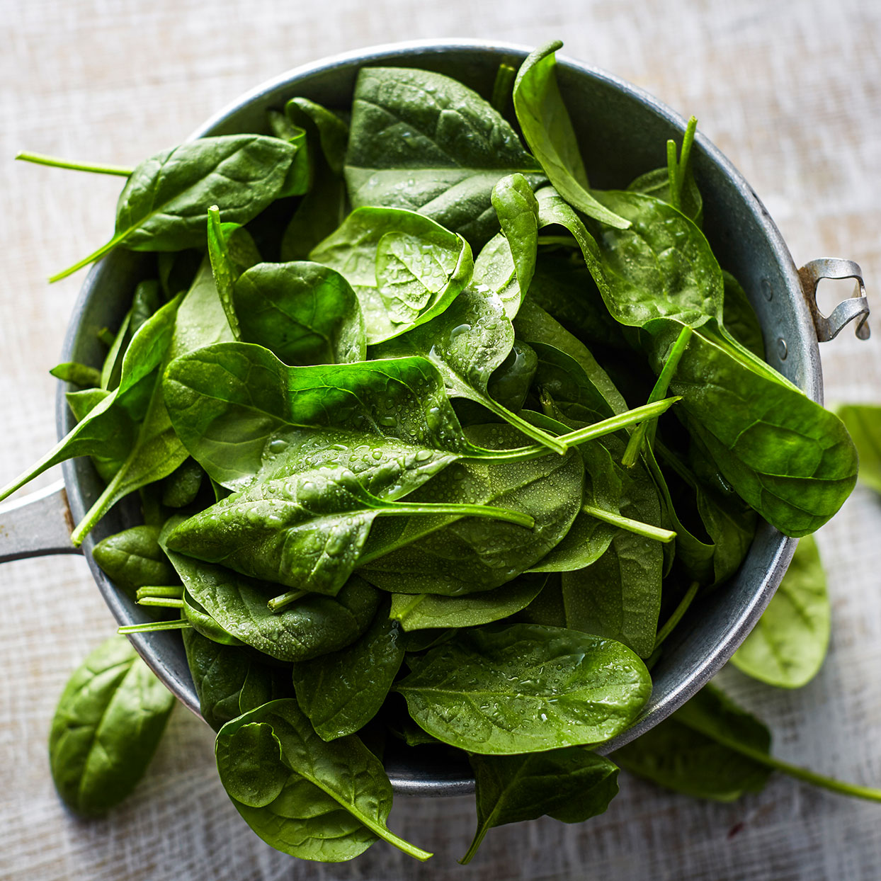 fresh washed spinach