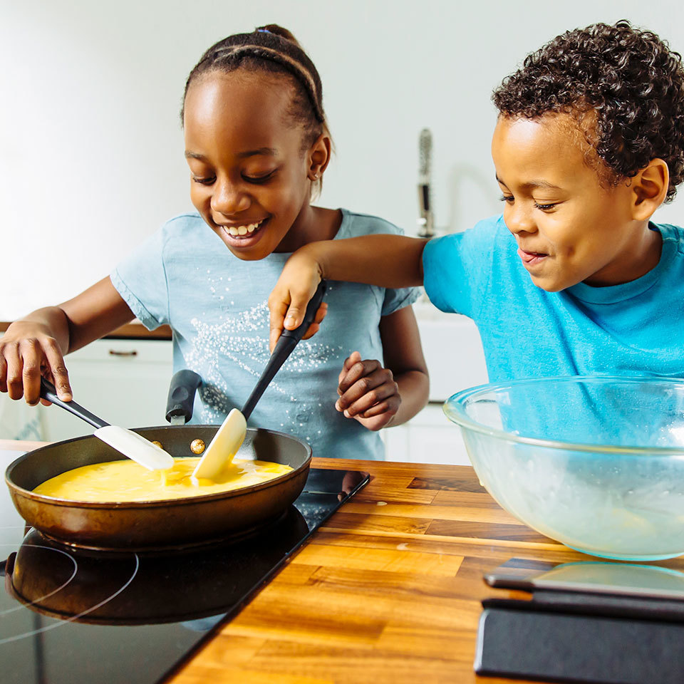 Kids making eggs