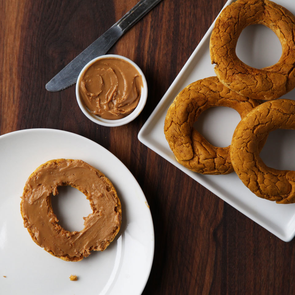 Easy Vegan Pumpkin Spice Bagels