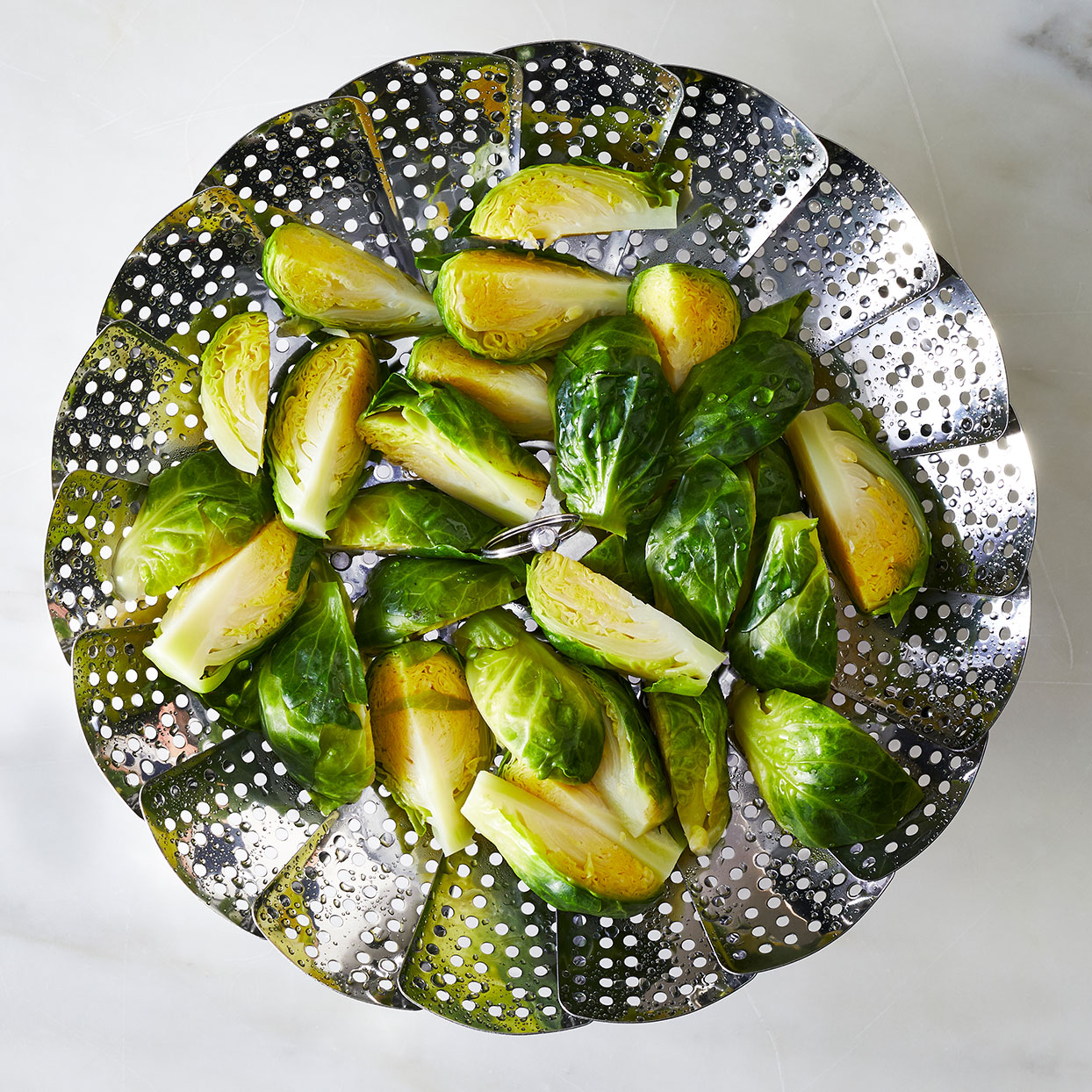 Steamed_Brussels-Sprouts-in-a-steamer-basket