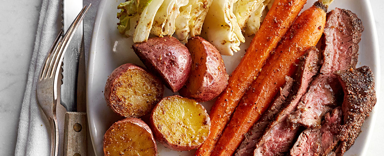 corned beef and cabbage with carrots and potatoes