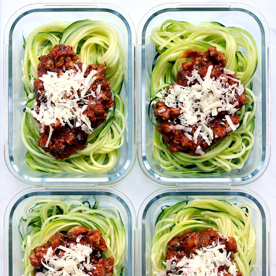 containers of spiralized zuccini noodles and sauce