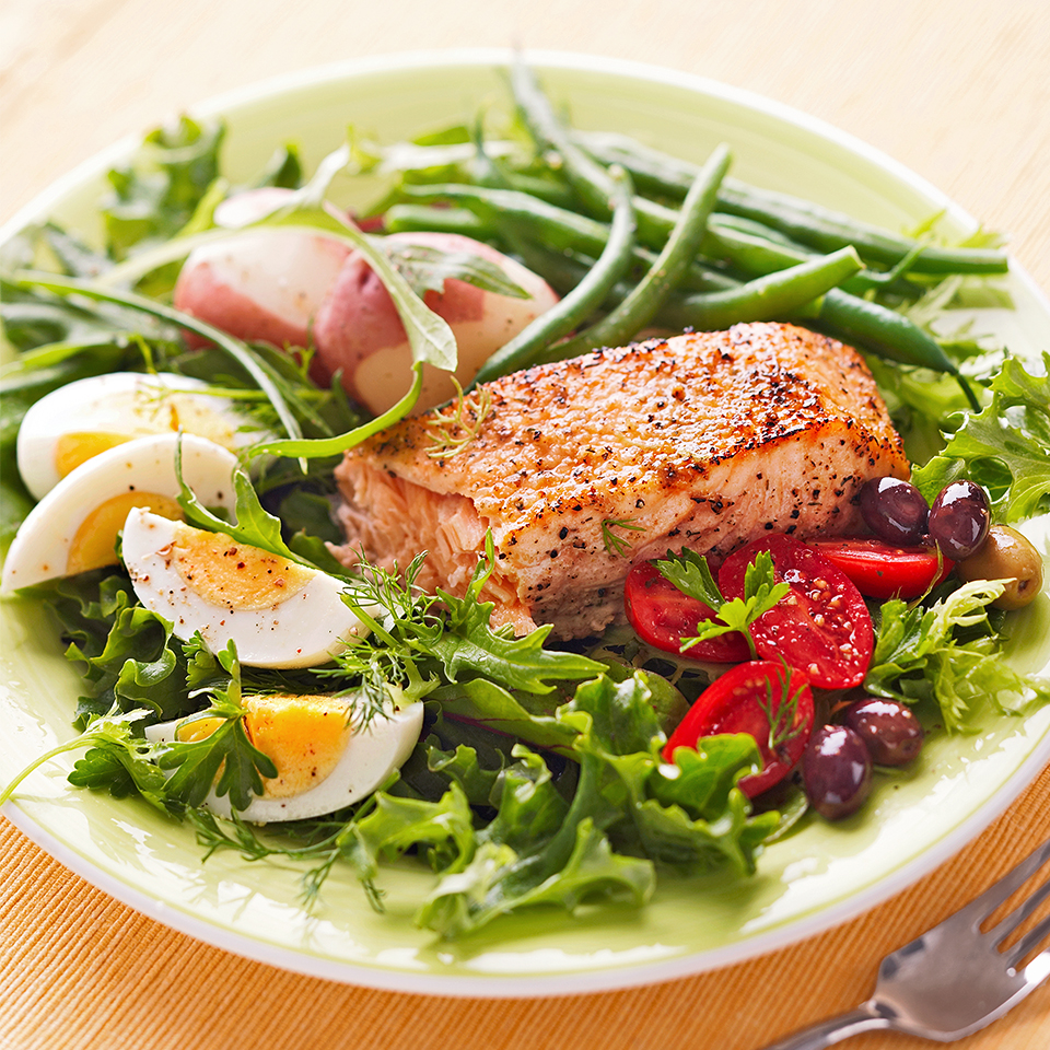 Grilled Salmon Salad Niçoise with Lemon Vinaigrette