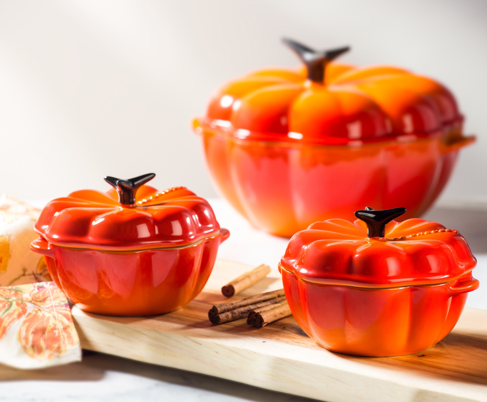 dutch ovens shaped like pumpkins