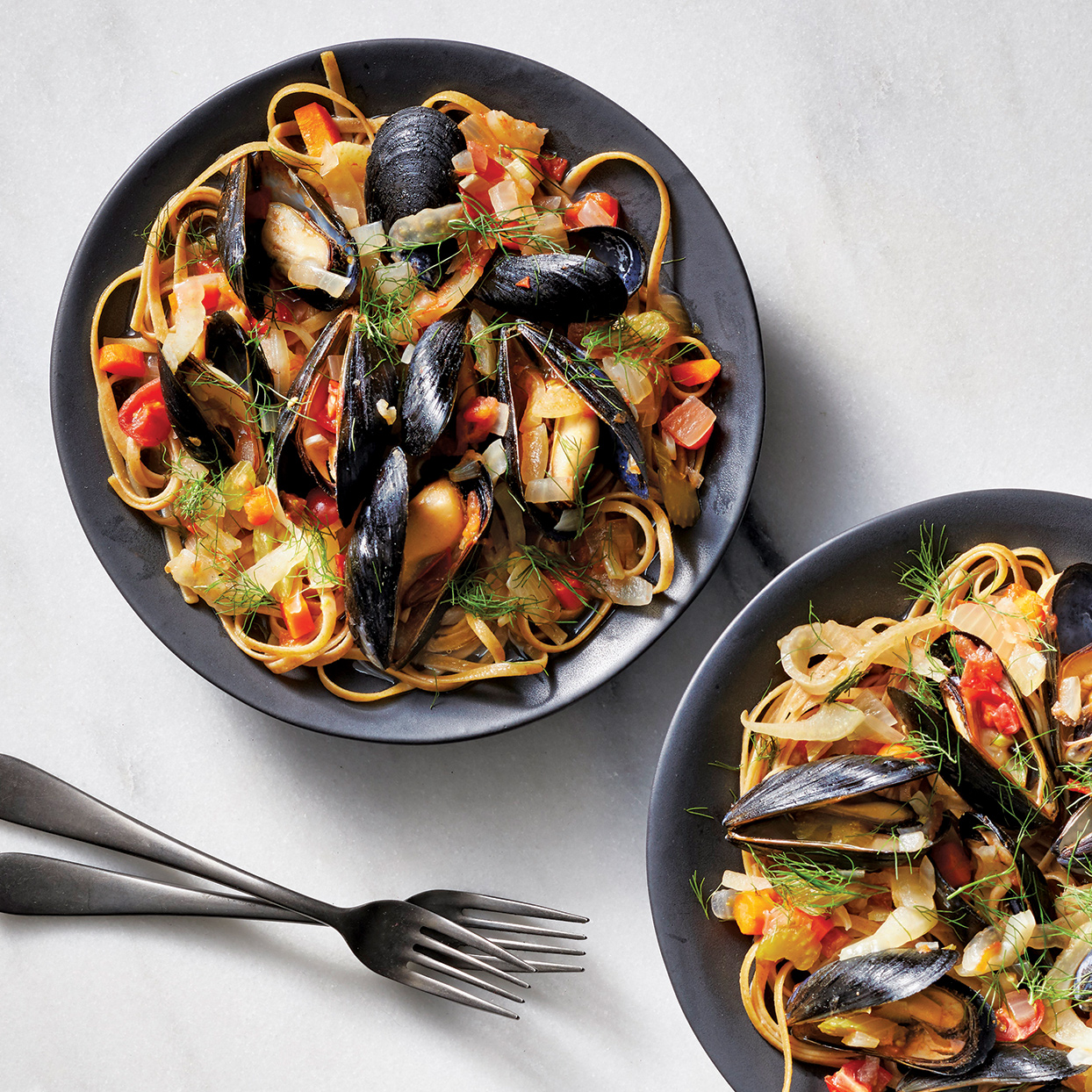 Slow-Cooker Spicy Mussels in Tomato-Fennel Ragu